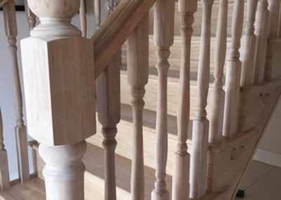 Colonial Spindles & Post